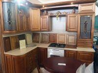 Классическая кухня из массива дерева