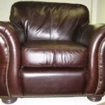 Кресло обитое кожей